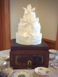 Vintage Record Player as Cake Stand