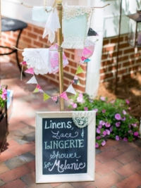 Vintage Welcoming Sign with Linen Stand