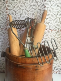Assorted Vintage Kitchen Tools