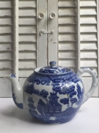 Vintage Small Blue Willow Teapot
