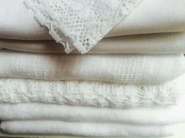 Cotton/Blend - White Tablecloths (Top to Bottom)