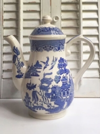 Tall Vintage Blue Willow Teapot