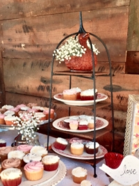 Wicker Tiered Vintage Stand with Cupcakes
