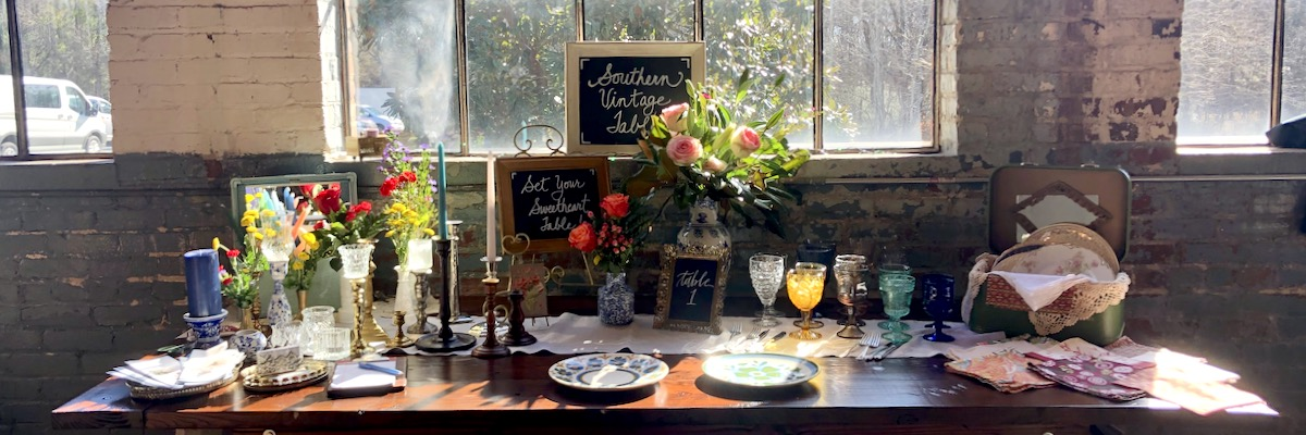 Southern Vintage Table Table Display