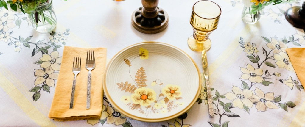 Vintage Wildflower Stoneware Place Setting